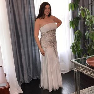 EUC Size 8 Sue Wong Nocturne Beaded Dress Gown